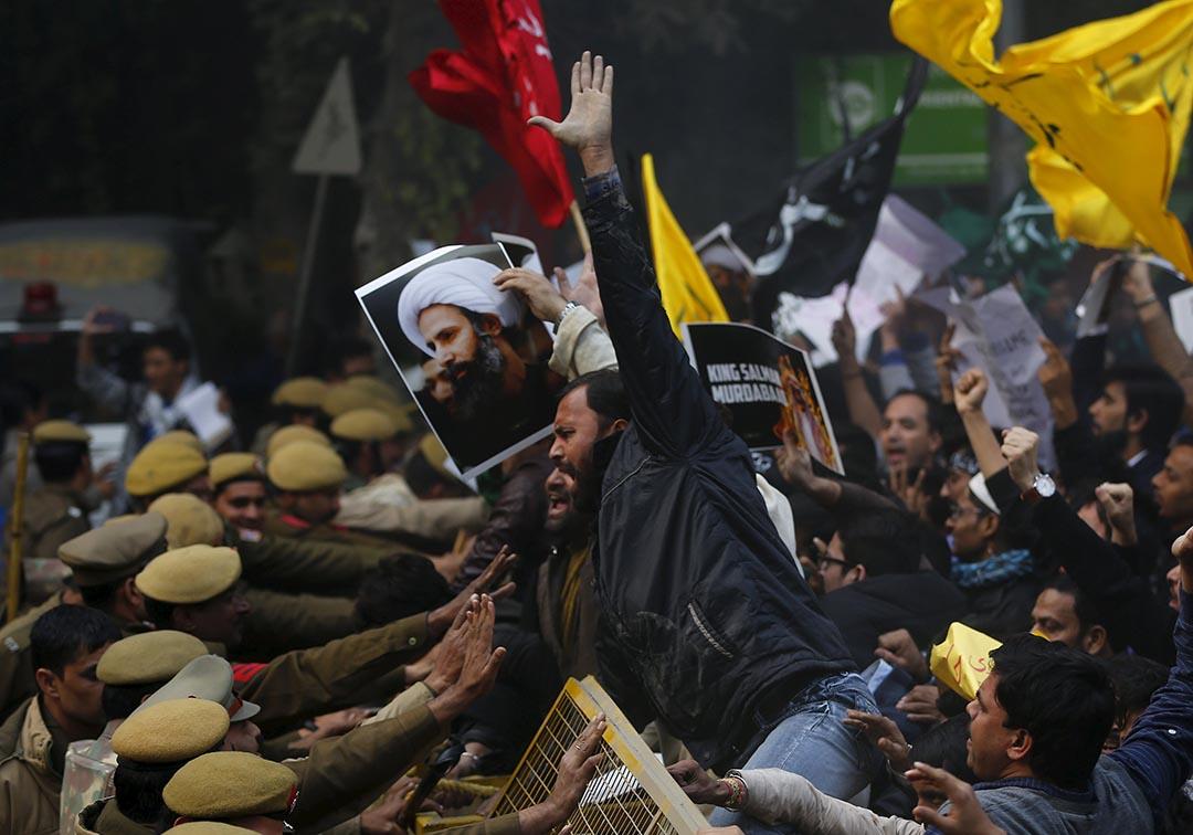 什葉派支持者在沙特阿拉伯駐印度大使館前示威。攝 : Adnan Abidi/REUTERS