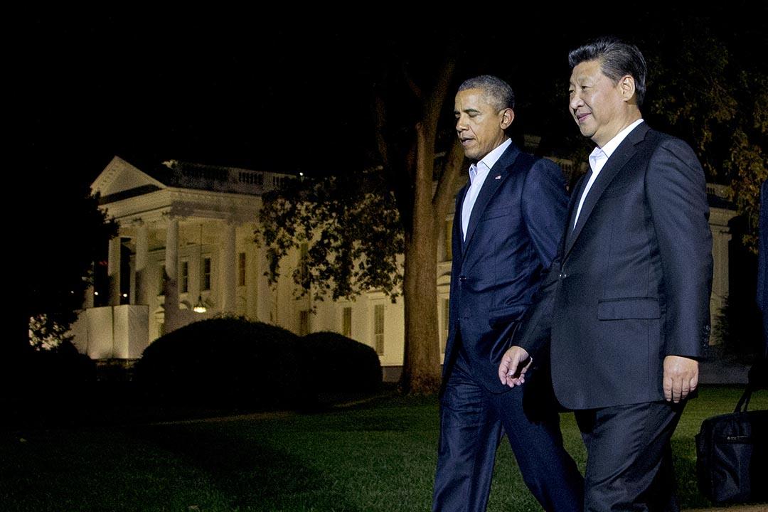 美國總統奧巴馬和中國國家主席習近平在華盛頓白宮的北草坪走過。攝 : Manuel Balce Ceneta/AP