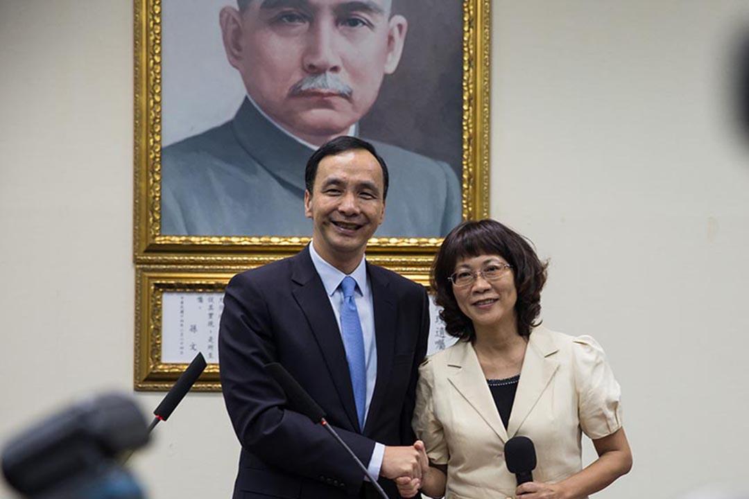 國民黨主席朱立倫宣布副手人選為前勞委會主委王如玄。攝:Billy H.C. Kwok/端傳媒