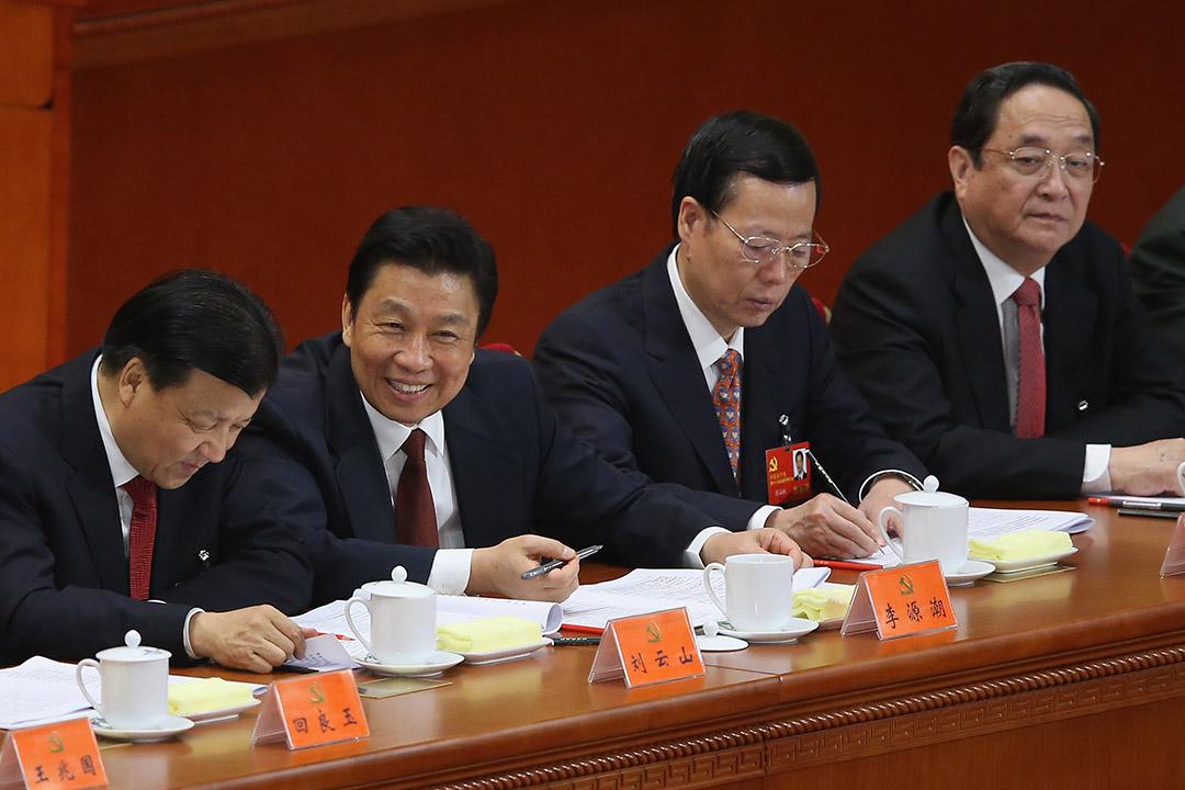 2012年11月8日,中國北京,(左至右)中共中央政治局委員劉雲山、李源潮、張高麗及俞正聲參與十八大會議。攝:Feng Li/GETTY