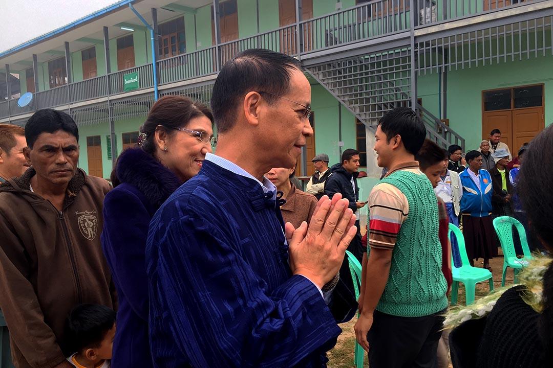 緬甸現任副總統在人群中排隊投票。攝:Echo Hui/端傳媒