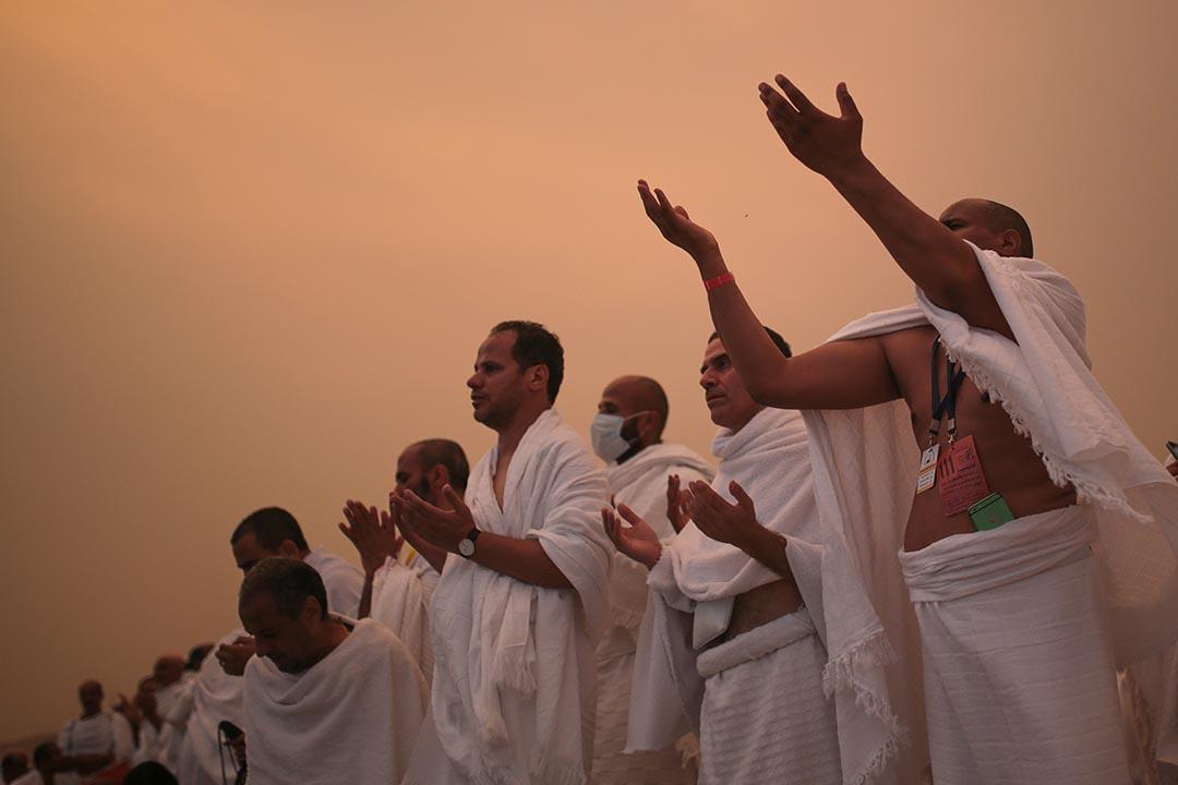 穆斯林朝聖者在Mount Mercy祈禱。攝 : Mosa'ab Elshamy/AP