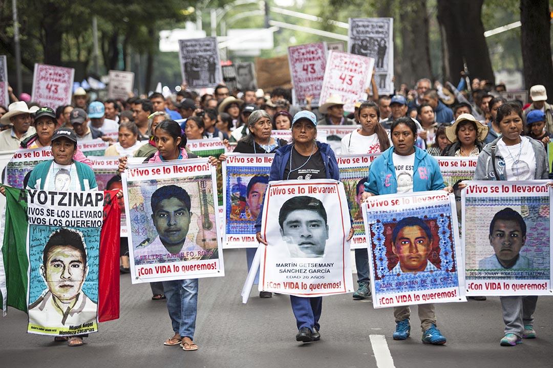 2015年9月26日,墨西哥城,43名學生被殺害事件發生後一年,大批民眾到街上示威。攝:Brett Gundlock/GETTY