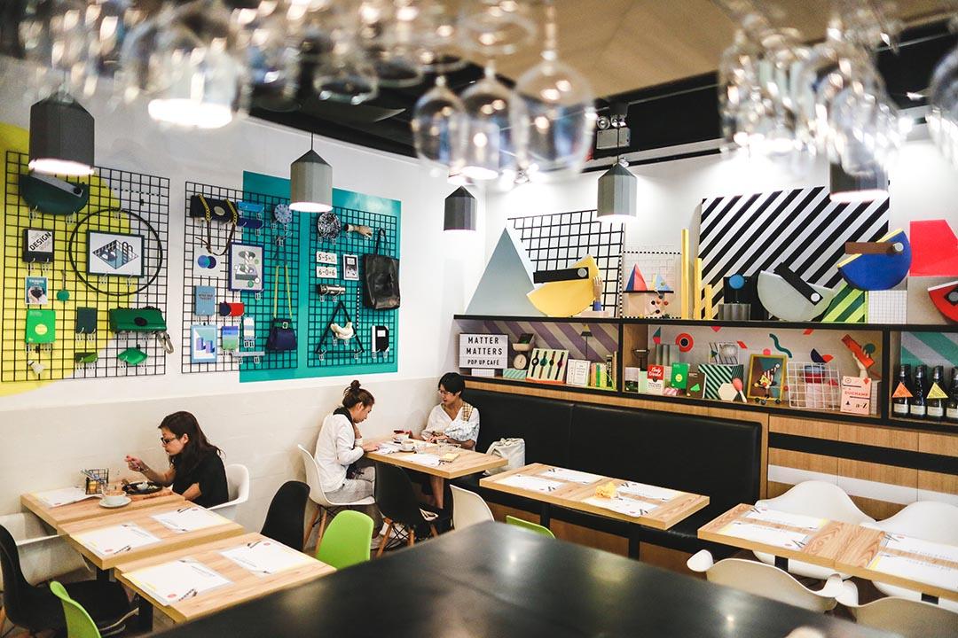 充滿幾何圖案設計,餐廳頓時 hip 了起來。攝:王嘉豪/端傳媒