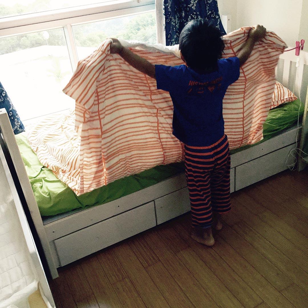 從簡單目標開始,訓練每天早上整理床鋪的習慣。 相片由Esther Chu提供