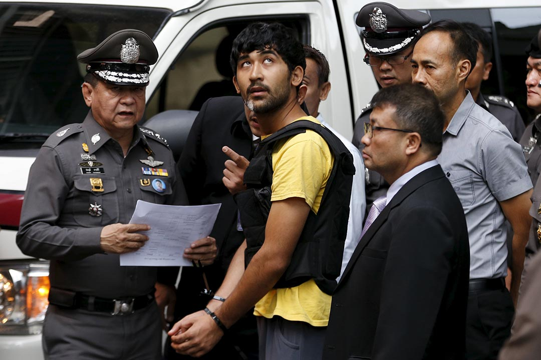 2015年9月9日,泰國警方帶爆炸案疑犯米爾艾力•玉蘇甫到爆炸現場進行調查。攝:Jorge Silva/REUTERS