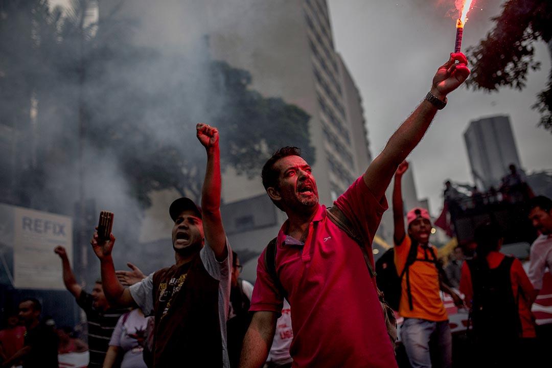 2015年12 月16日,巴西聖保羅,抗議人士要求總統羅賽芙(Dilma Rousseff)下台 。攝:Victor Moriyama/Getty