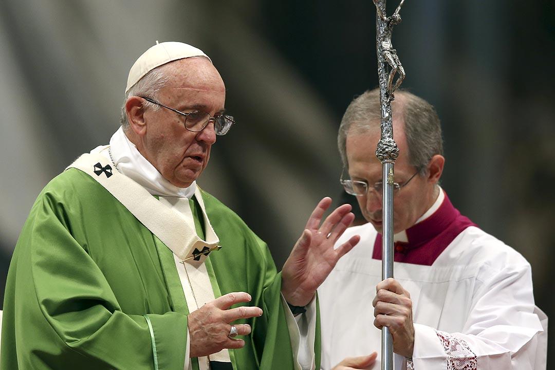 天主教世界主教會議結束,各大洲主教在同性婚姻、離婚和再婚等問題上存在分歧。圖為教宗方濟各正在主持一場彌撒。攝 : Alessandro Bianchi/REUTERS