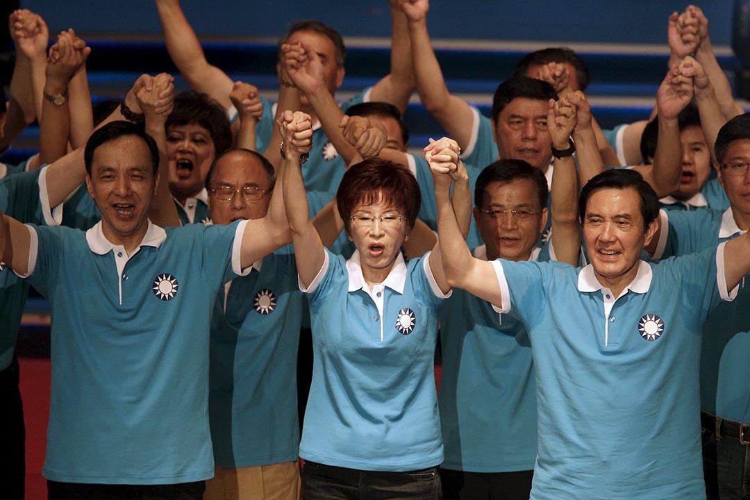 國民黨總統候選人洪秀柱(中)、國民黨主席朱立倫(左)與台灣總統馬英九(右)。攝:PICHI CHUANG/REUTERS