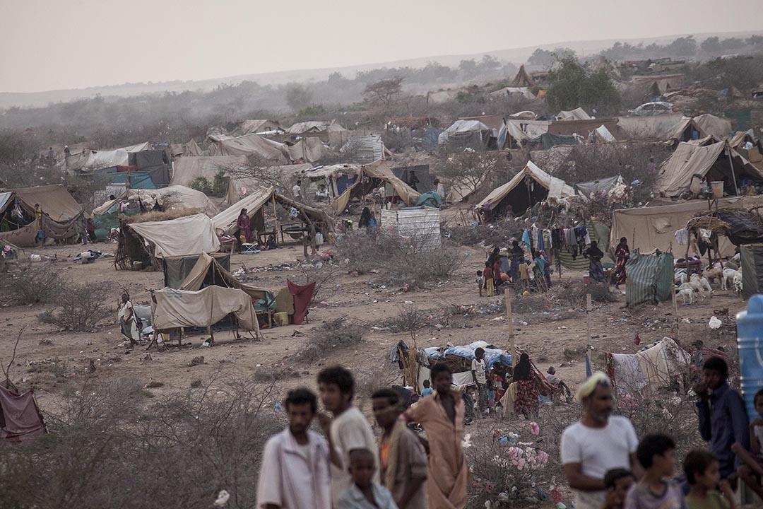 各地區激烈的戰火迫使大批居民流徙,在也門西北部的哈傑省,人們聚居於臨時搭建的帳篷裏。攝:Narciso Contreras
