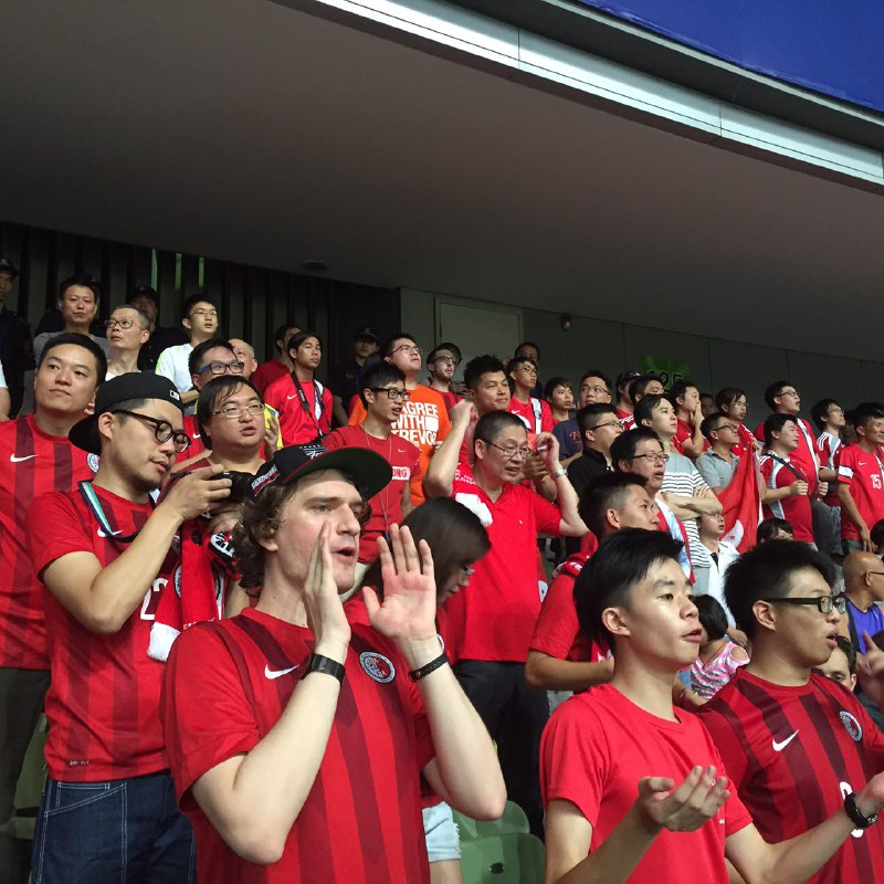 到深圳助威的香港球迷。