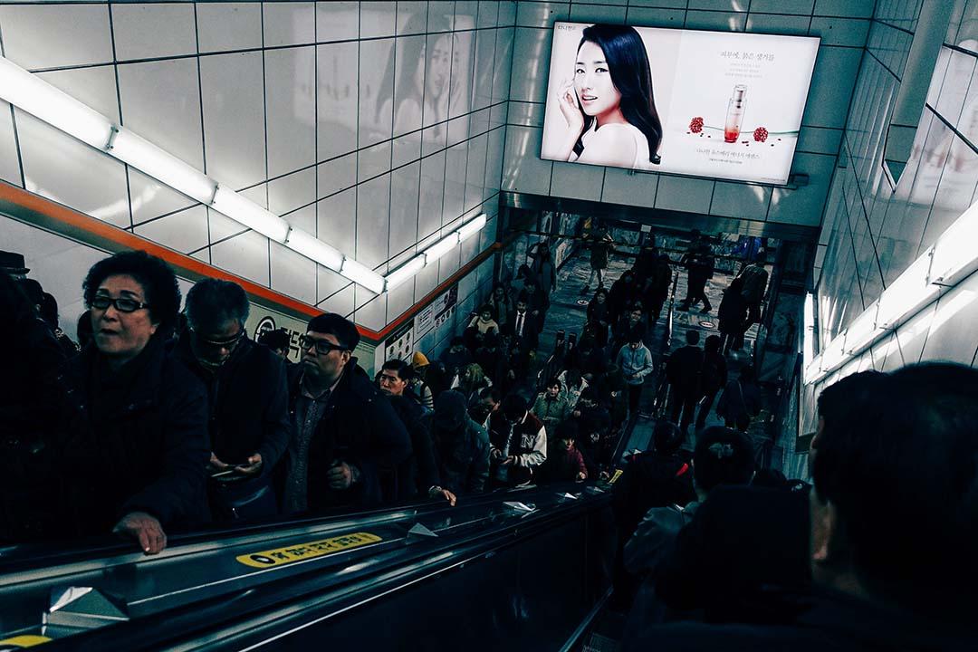 鍾樂偉:昔日,一向以「快點!快點!」為人生目標的韓國人,今天卻選擇了停下來,慢慢回望過去欣賞昔日的好風光。圖為韓國首爾。攝:盧翊銘/端傳媒