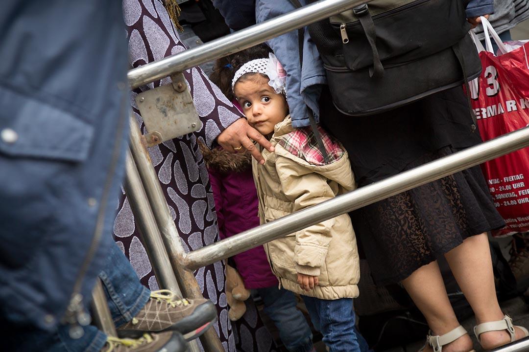 2015年9月6日,數千名難民抵達慕尼黑中央火車站。攝:Gordon Welters/端傳媒