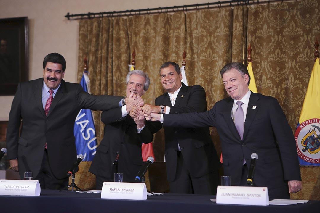 左起,委內瑞拉總統馬杜羅,烏拉圭總統巴斯克斯,厄瓜多爾總統科雷亞和哥倫比亞總統桑托斯在會議後握手。攝 : Miraflores Palace/Handout via REUTERS