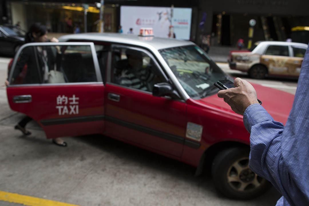 香港的士業成立新組織「香港的士業議會」,將推出手機召車 app。攝:羅國輝/端傳媒
