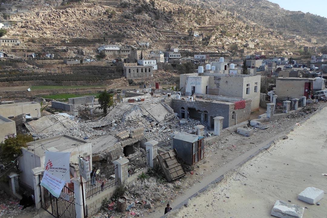 今年1月,在也門北部拉澤地區(Razeh)由無國界醫生支援的希亞拉醫院,遭到導彈襲擊,造成至少6人死亡,8人受傷。部分該院的病人被轉送到古爾蒙利醫院。攝:MSF