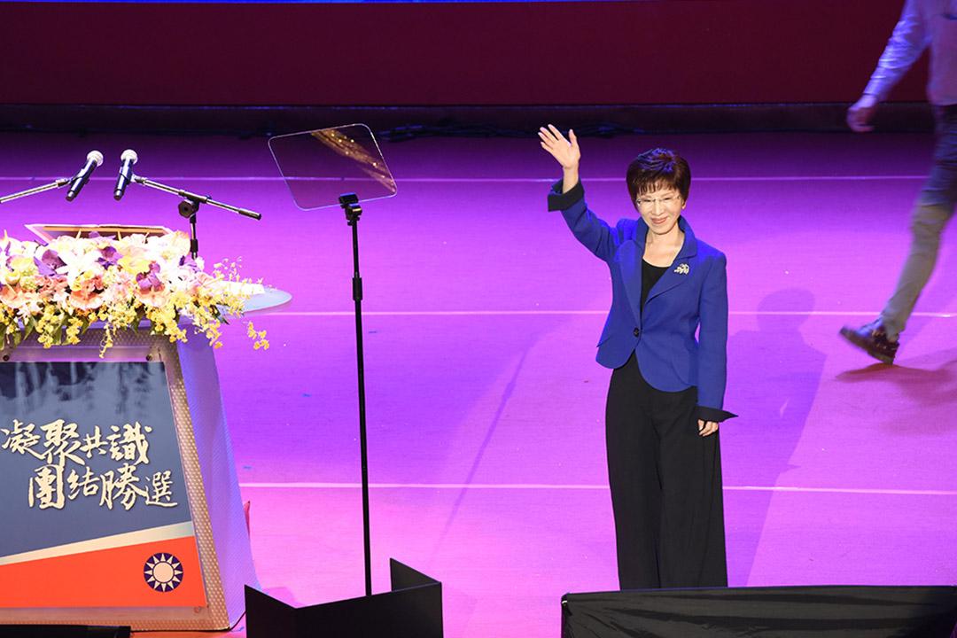 10月17日,洪秀柱在臨全會投票前離場,她在演說中稱:「黨可以不要我,秀柱絕不會放棄黨。」攝:陳弘岱/端傳媒