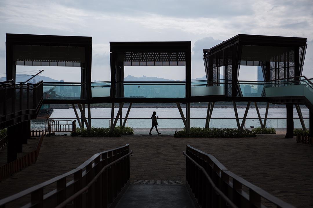 觀塘區議會建議在觀塘海濱長廊加建造價五千萬元的音樂噴泉。圖為觀塘海濱長廊。 攝:盧翊銘/端傳媒