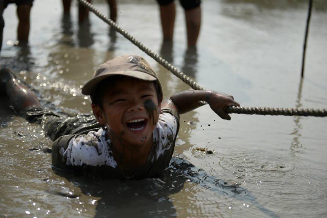 泥鴨小孩,在現今的社會已不多見。相片由綠腳丫提供