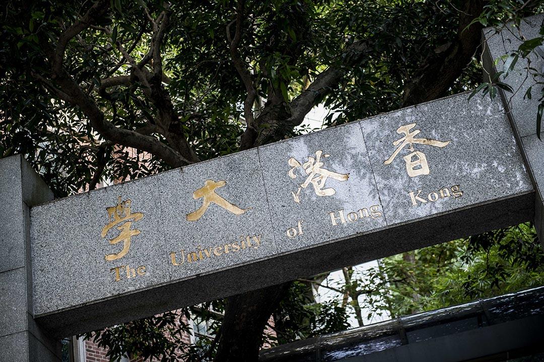 戴耀廷:在2013年前,有着一份穩定及很有滿足感的工作,我在香港大學的象牙塔內,悠然自得地過着看來是與世無爭的生活。 攝:Xaume Olleros/端傳媒
