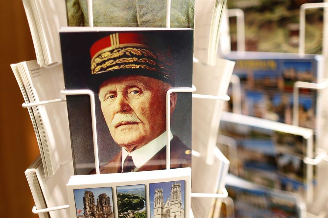 二戰時法國維希政府元首貝當(Philippe Pétain)的明信片。攝:Charles Platiau/Reuters