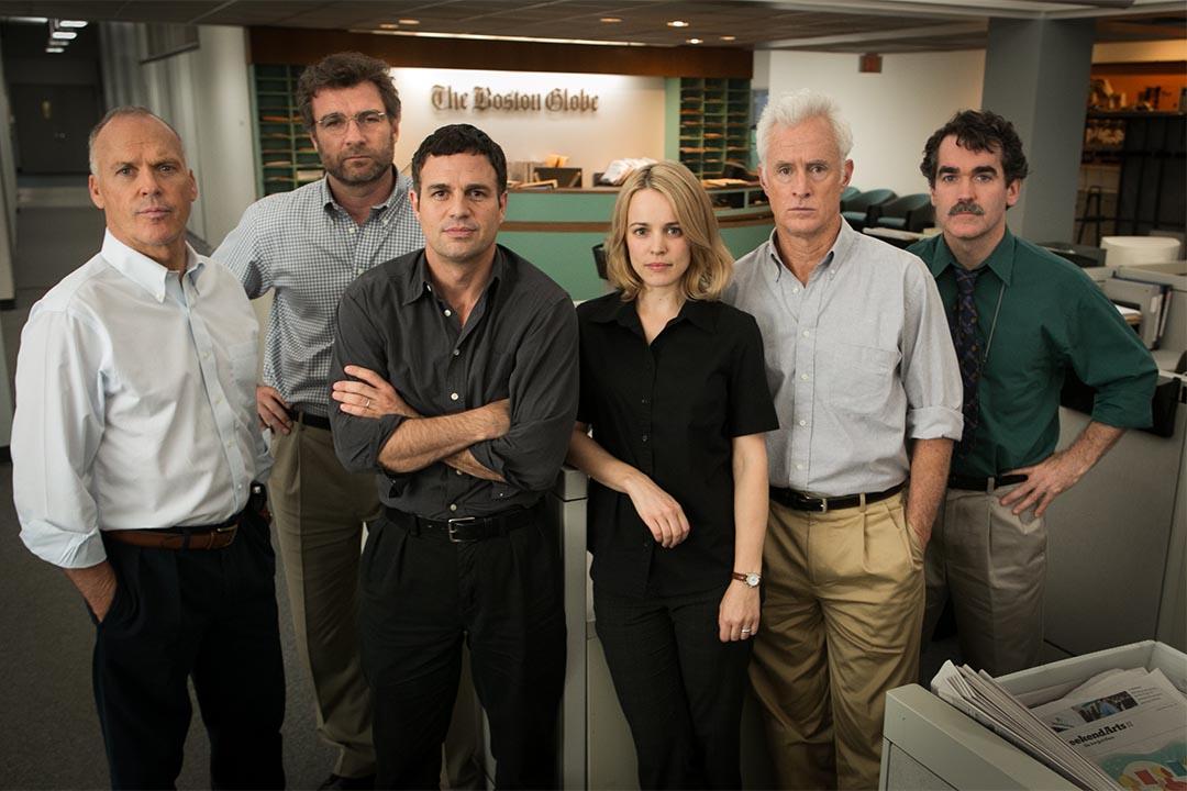 《焦點追擊》記述新聞工作者如何撼動了偽善的建制高牆,奪得本屆奧斯卡最佳影片及最佳原創劇本。