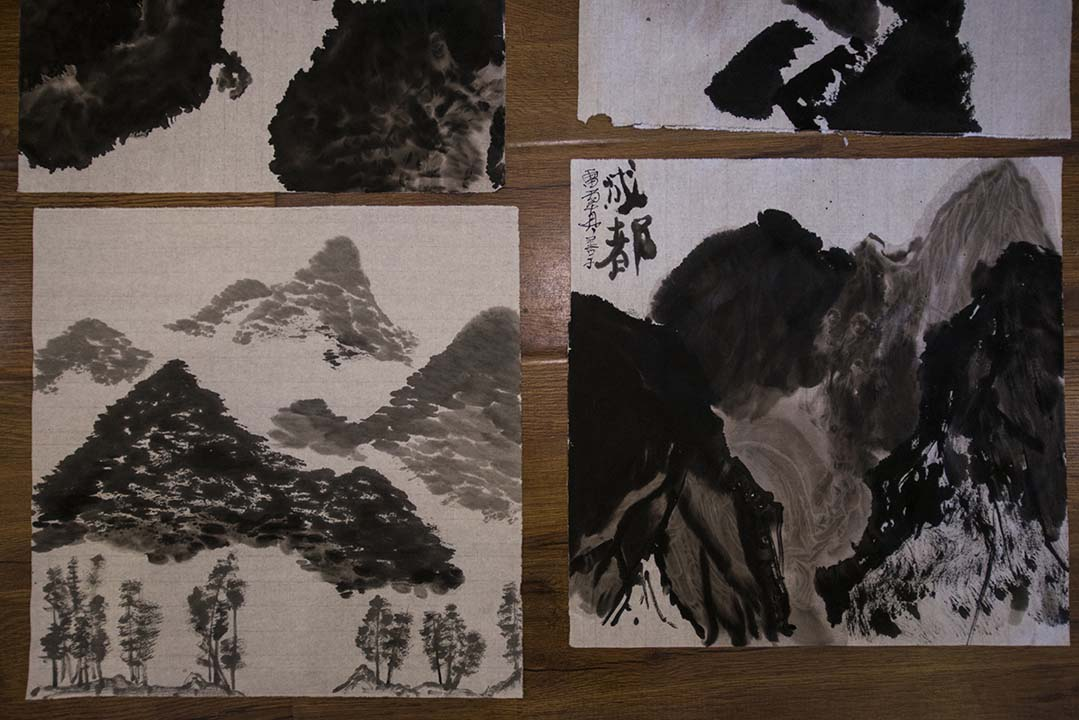 同學們畫的水墨畫。攝:Wu Yue/端傳媒
