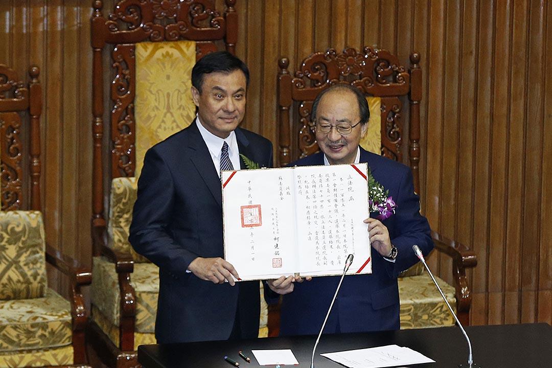 2016年2月1日,民進黨立委蘇嘉全(左)以74票當選台灣立法院院長。攝:Wally Santana/AP