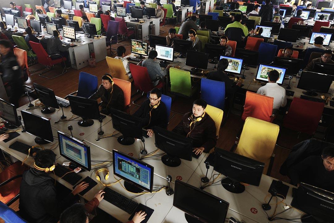 針對中國大陸6億網民「網絡安全」的國家監管逐步加強。圖為市民在長治市一家網吧中使用電腦。攝 : Stringer/REUTERS