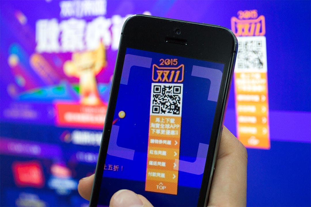 阿里巴巴在11月11日推出「雙十一購物狂歡節」。設計圖片/端傳媒攝影部