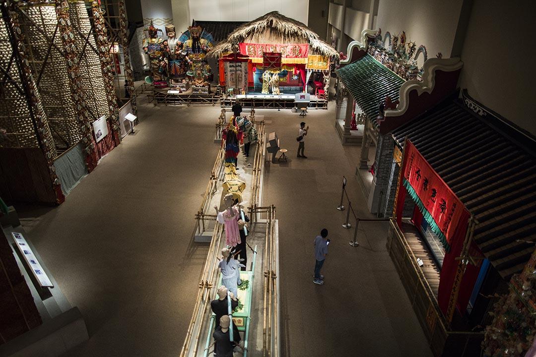 常設展「香港故事」一樓空曠的民俗部份佔了整個展覽總面積大半。林亦非/端傳媒