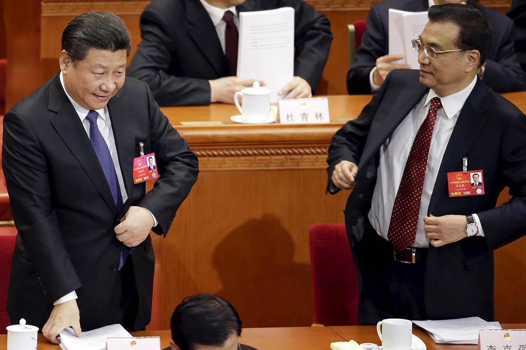 2016年3月5日,中國北京,中國主席習近平(左)及總理李克強(右)在會議完畢後準備離開人民大會堂。攝:Jason Lee/REUTERS