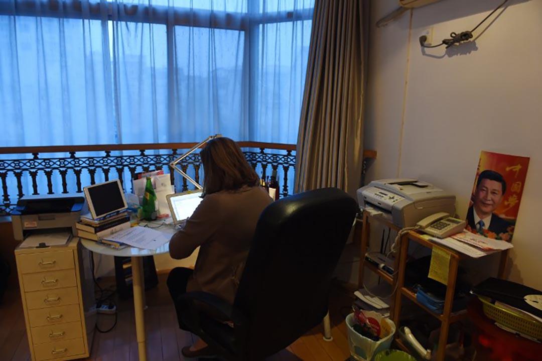 郭玉在她北京的住所中工作。攝 : Greg Baker/AFP