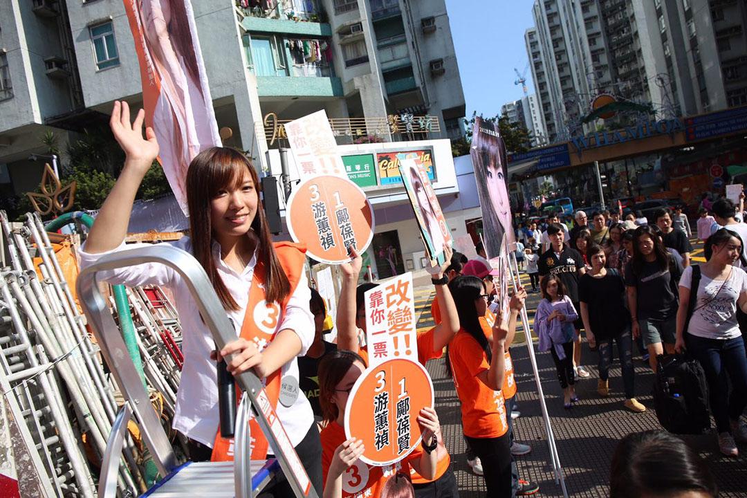 黃埔東候選人游蕙禎今午在黃埔街站拉票。攝:羅國輝/端傳媒