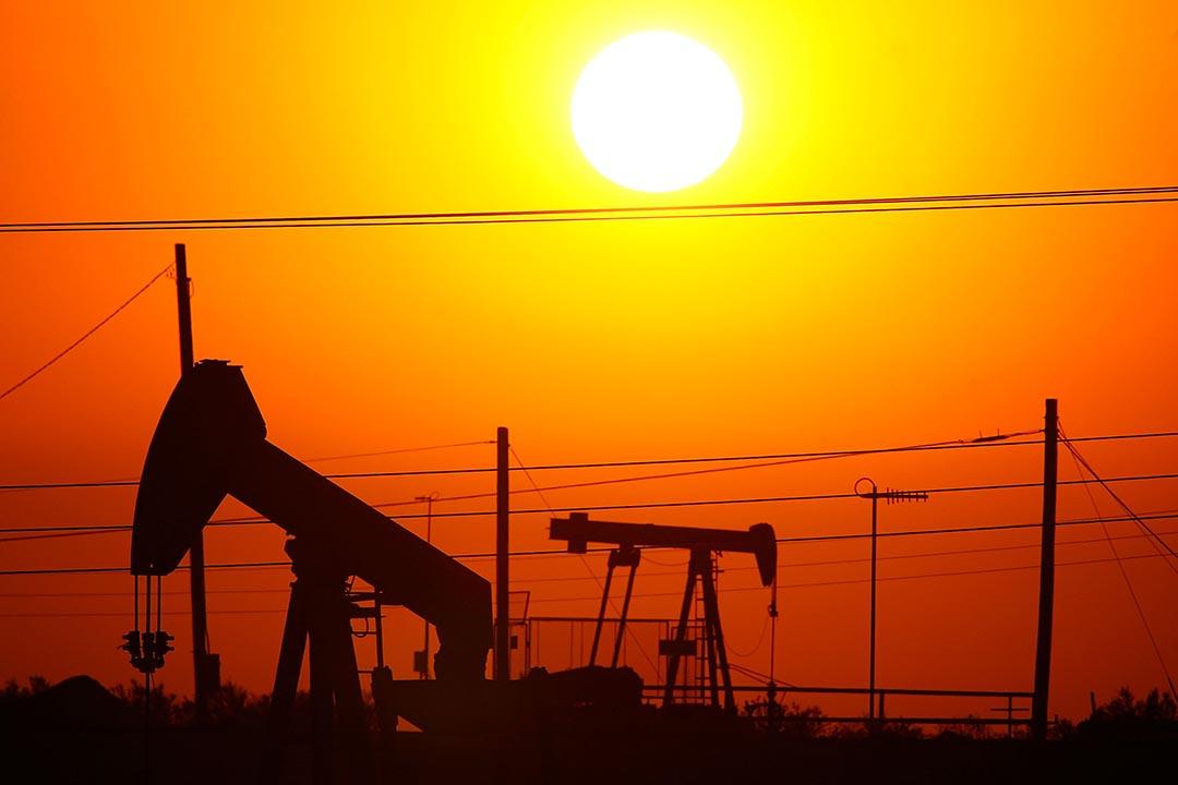 布倫特原油價格(Brent crude)和 WTI 原油價格(West Texas Intermediate Crude)均創下2009年2月來的新低。攝 : David McNew/GETTY