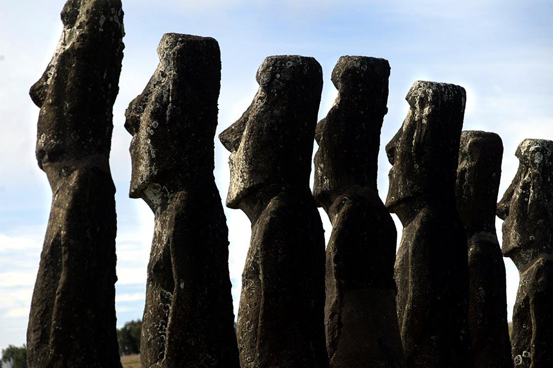 沈旭暉:復活節島人相信祖先崇拜,認為先人擁有神秘力量,只要製造已故酋長、祭司的巨型石像,石像就可以留住那些力量,保佑後人。 攝: Carlos Barria /REUTERS