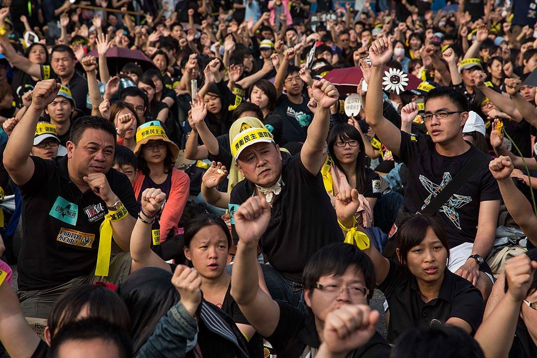 逾二萬民眾於去年三月底在台北參與反服貿集會。攝:Lam Yik Fei/GETTY