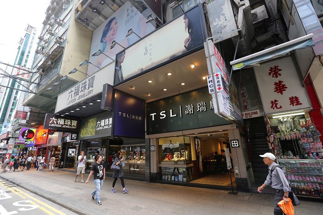 香港零售業頹勢持續,圖為旺角彌敦道商鋪。攝:Kaho Wong/端傳媒