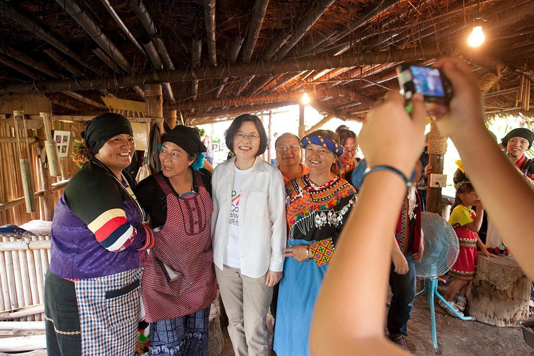 蔡英文到訪原居民部落。蔡英文Facebook圖片