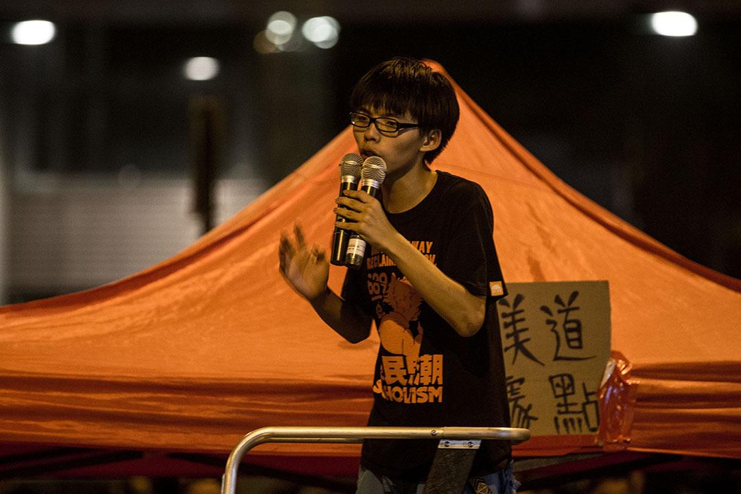 2014年10月1日,學民思潮召集人黃之鋒在雨傘運動中的演講。攝:Chris McGrath/GETTY
