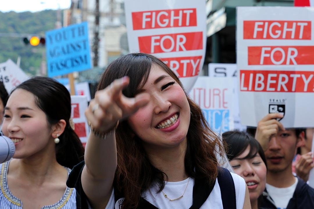 日本京都6月有大學生舉行示威,高叫口號抗議安保法案。攝:Buddhika Weerasinghe/GETTY