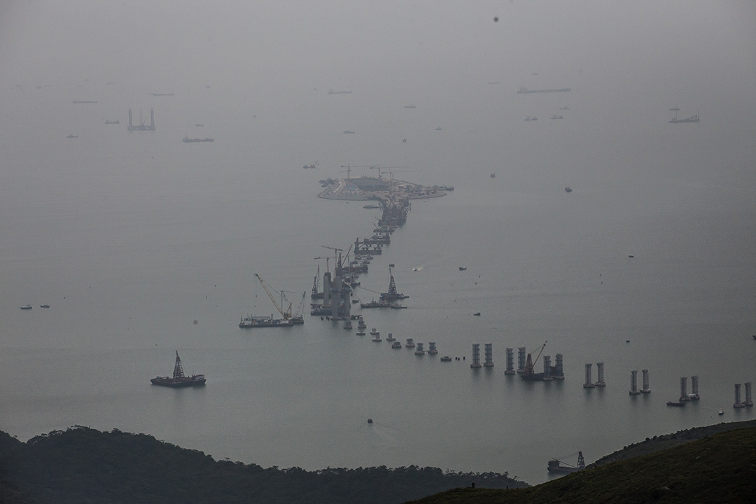 2015年6月25日,興建中的港珠澳大橋。攝:Billy H.C. Kwok/端傳媒