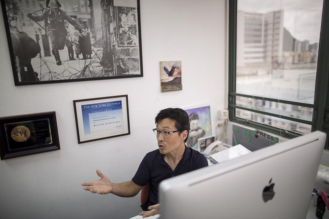 現在追求即時新聞、即時評論的網媒大行其道,吳曉東成立FactWire希望可以免卻即時新聞的壓力,專注做深度調查報導,以通訊社的形式將調查成果售予新聞機構刊登。攝:Jerome Favre/端傳媒