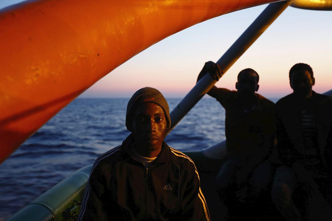 2015年8月7日,無國界醫生的救援船Bourbon Argos在利比亞對開海面進行拯救任務,難民在船上休息。攝:Darrin Zammit Lupi/REUTERS