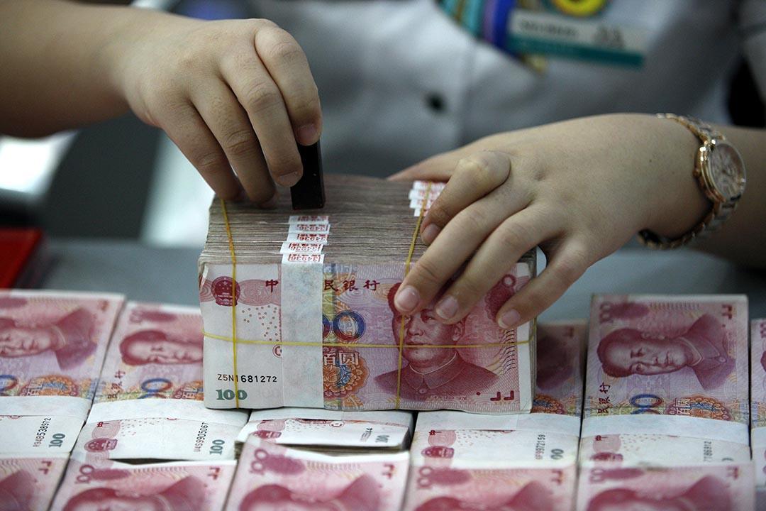 中國國家外匯管理局近日發文,要求銀聯境外提款設十萬元年限。AFP