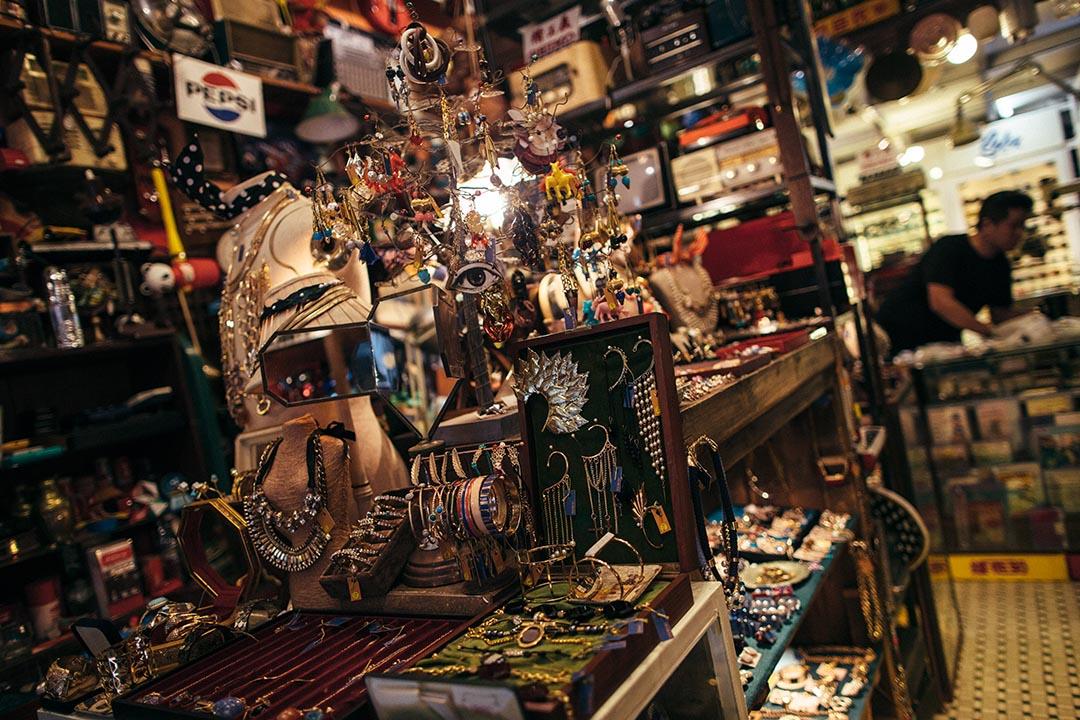 Mido 店內陳列的舊物均為非賣品,但有時遇到知音人,也不介意給它們找新主人。攝:盧翊銘/端傳媒