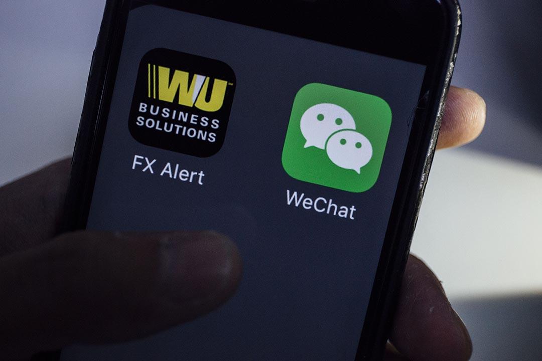 西聯匯款宣布將與騰訊控股的微信合作,提供跨境移動支付服務。端傳媒攝影部/設計圖片