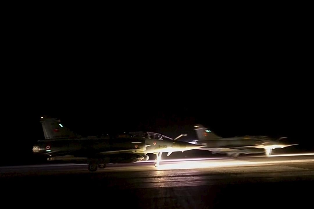 2015年11月15日,法國向敘利亞的伊斯蘭國據點發動最大規模空襲。攝:REUTERS/ECPAD via Reuters TV