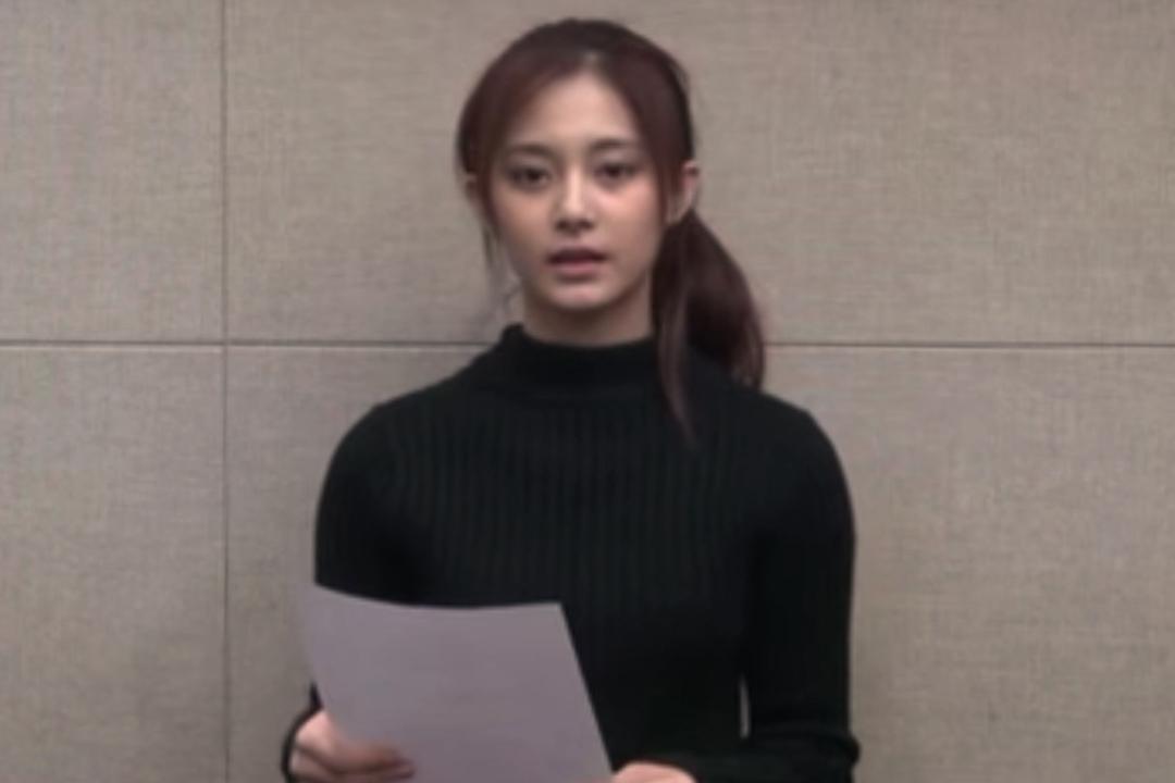 韓國少女子組合TWICE成員周子瑜在YOUTUBE發放道歉片段。YOUTUBE截圖