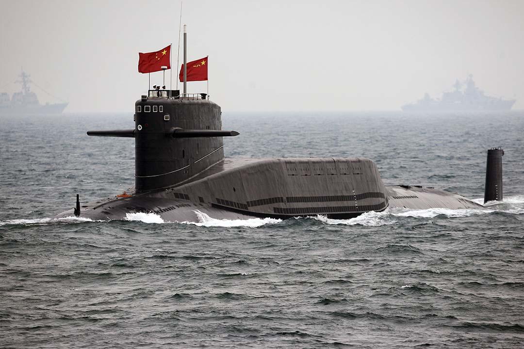 2009年4月23日,一艘中國海軍核潛艇參與慶祝中國人民解放軍海軍成立60週年檢閱。攝:Guang Niu/Pool/REUTERS